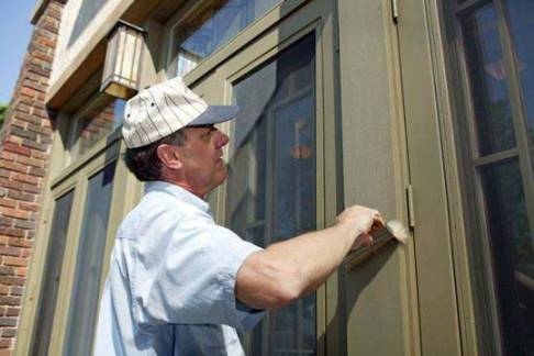 A professional painter who loves getting your home painted right